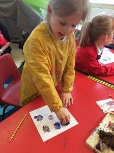 The children went outside to collect different items to print with. The acorn cups, moss and daisies were particularly popular.